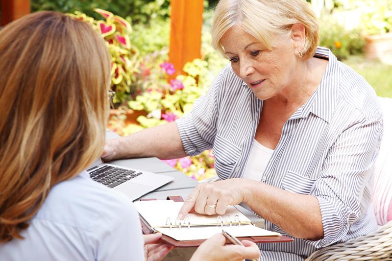 Dix conseils pour parler d'argent avec des parents vieillissants